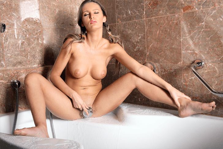 Geile Mutter zeigt sich nacht auf dem Profil Foto einer Sex Anzeige