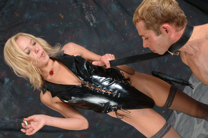 Private Domina sucht devoten Sklaven für Fetisch Sexspiele