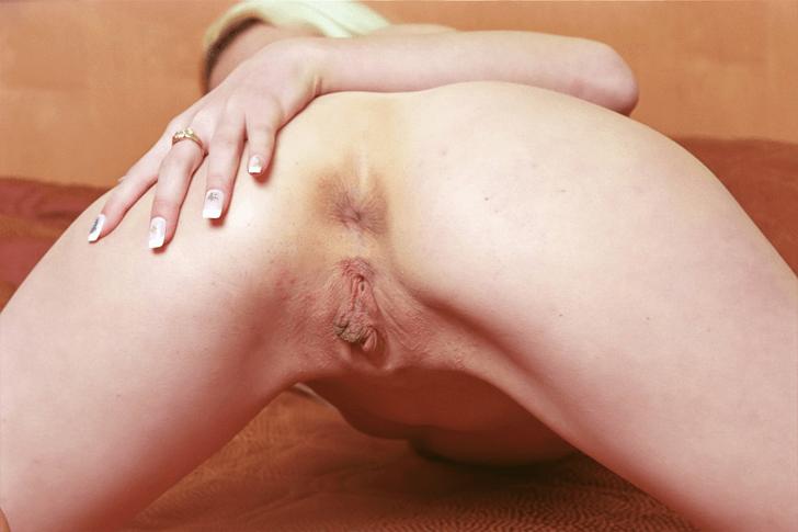 Versautes Sexbild zeigt die rasierte Arschfotze von einem anonymen Ehefrau aus dem Internet